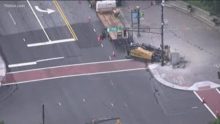 Gas leak shuts down part of Peachtree Street