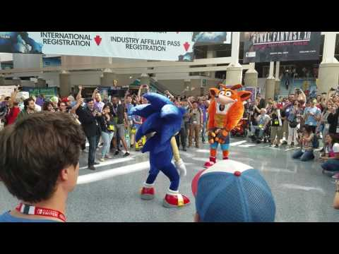 DANCE OFF!! Sonic the Hedgehog vs. Crash Bandicoot at E3 2017