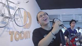 Daun Jatuh - Resah Jadi Luka (Live Session at Coffee Rider)