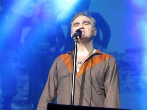 "Morrissey - ""Smiler with Knife"" (live in Istanbul)"