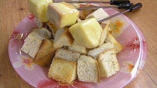 Сырное фондю - видео рецепт(Видео рецепт приготовления вкусного и сытного, праздничного сырного фондю. Интересное и увлекательное..., 2010-12-24T16:16:31.000Z)