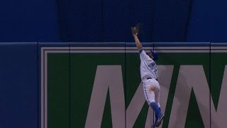 Pillar climbs the wall to rob a homer