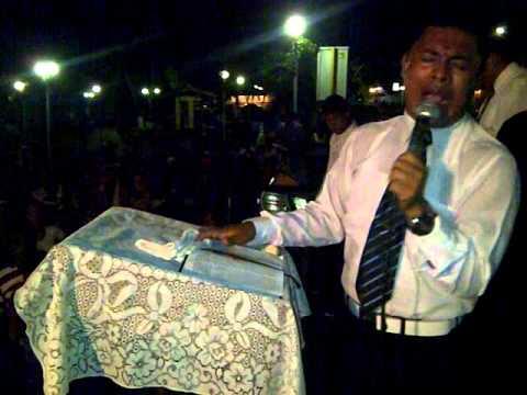 Copia de Cruzada en Arapuey  con el Profeta Josue Contreras  hace el llamado a el Alcalde