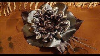 Серебряный узелковый цветок из атласных лент. Гильоширование