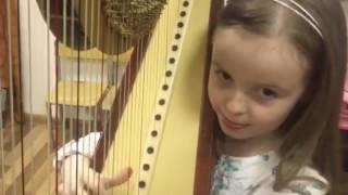 Маленькая девочка очень талантливо исполняет на арфе музыку из фильма Interstellar