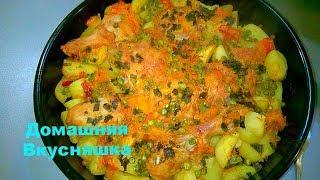 Рецепты Курица с картошкой в духовке с зеленым горошком в сметанно-томатном соусе.