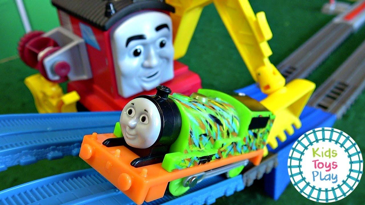 Thomas & Friends™ Super Cruiser Trackmaster Train Races