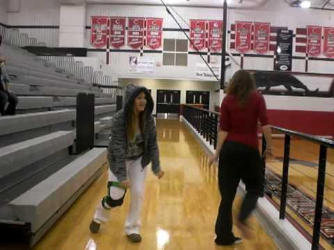 white girls doin da stanky leg