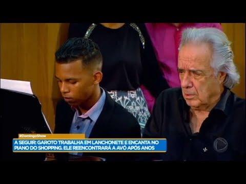 Wesley realiza sonho e toca piano com o maestro João Carlos Martins