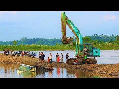 Dump Truck Accident Sink Underwater Recovery By Excavator Kobelco SK200-10