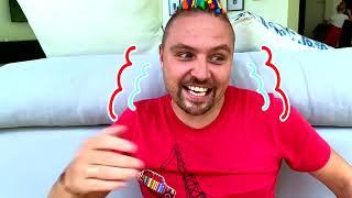 Niños y papá juegan a escondidas como invisibles