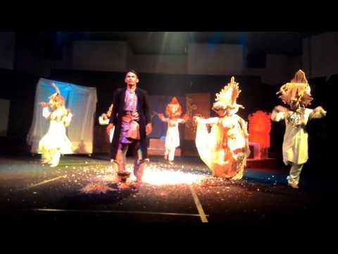 Teater Bangsawan Latah Tuah Riau