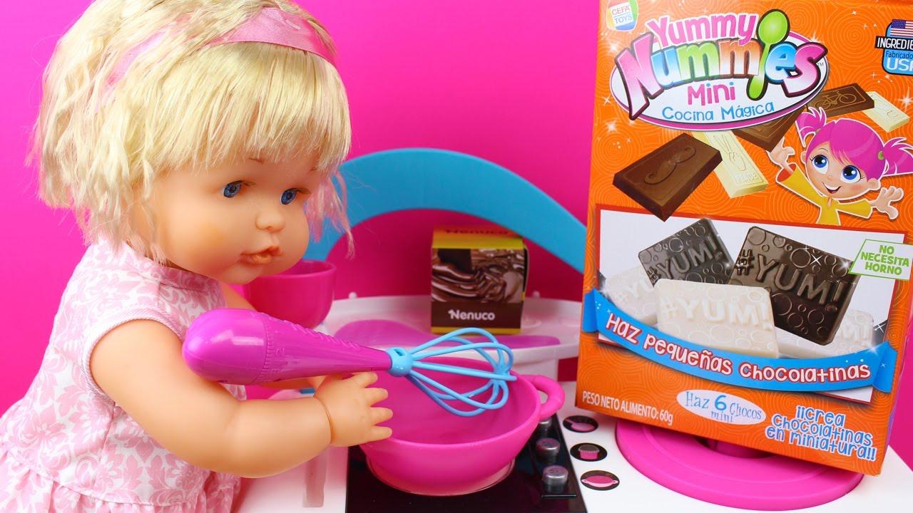 La beb nenuco daniela la princesa cuca y beb elsa cocinan comiditas en la cocina de juguete - Cocina de nenuco ...