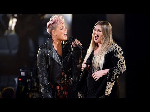 [HD] Kelly Clarkson & Pink - Everybody Hurts (R.E.M. cover, 2017)