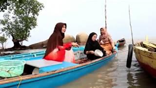 3 Gadis Melayu (Wisata Batu Limau Kepulauan Riau)