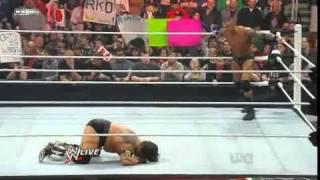 WWE RAW 31/1/11 RANDY ORTO UNA PATADA AL CRANEO A Husky EN ESPAÑOL