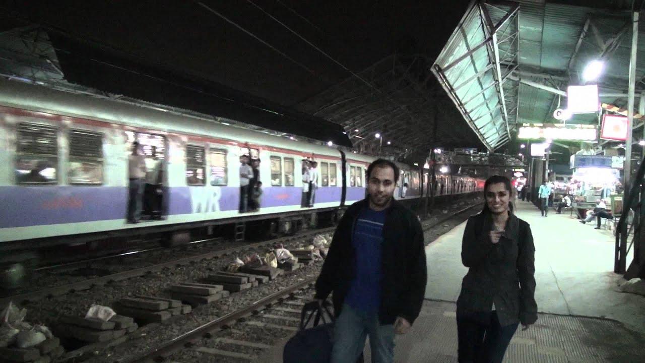 Valentine S Night At Bandra Railway Station Youtube