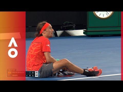 Dolgopolov loses his shoe. Ballkid to the rescue    Australian Open 2018