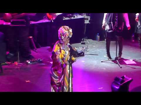 "Ms. Lauryn Hill ""Can't Take My Eyes Off Of You"" Live at the Apollo 5/1/18"