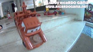 Caminhão Mate  do filme Carros (Cars) Relâmpago McQueen apostando corrida com menina