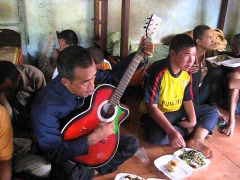 MVI 1737- Sinh Hoạt Văn Nghệ với bệnh nhân tâm thần Huyện Chư Pơ Rông Tỉnh Gia Lai