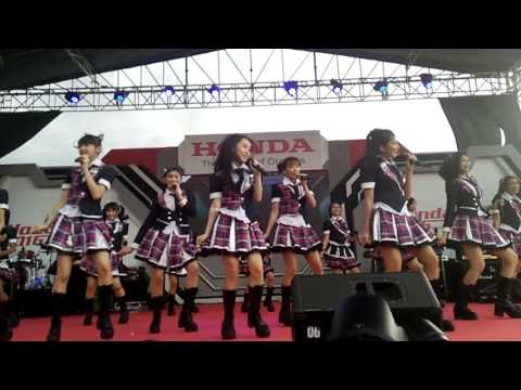 JKT48 Tim T - Te Wo Tsunaginagara + Suki Suki Skip + Seishun Girl at Honda Day ICE BSD 291016