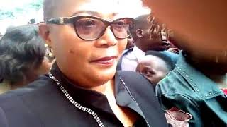 Activists in MDC-T regalia hector Khupe at Supreme Court, call her hure (prostitute) thumbnail