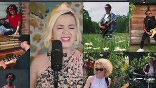 Download Lagu Daisies Katy Perry Live at Amazon Music MP3