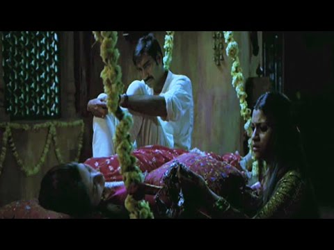 Ajay Devgn puts Kareena to test | Omkara