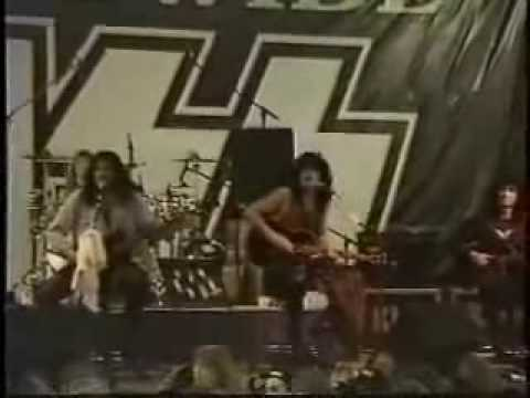 Kiss Heaven's On Fire (Unplugged)