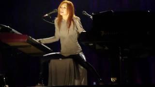 Tori Amos - Black-Dove (January) (Vienna Stadthalle 2009-09-25)