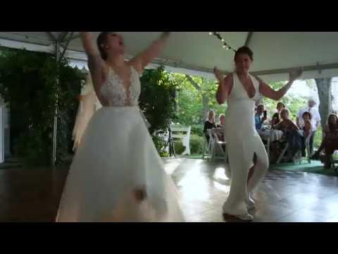 casie-&-elyse's-epic-wedding-dance