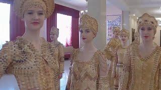 Бывший учитель труда создает элегантные костюмы из дерева.