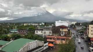 PHILIPPINE MAYON VOLCANO ERUPTS, SPEWING ROCKS/ASH KILLING 5 CLIMBERS TUESDAY (MAY 7, 2013)