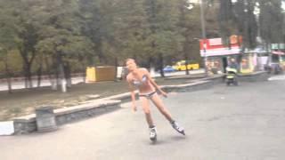 Карпик на роликах в нижнем женском белье бомж,порно, ржач,прикол