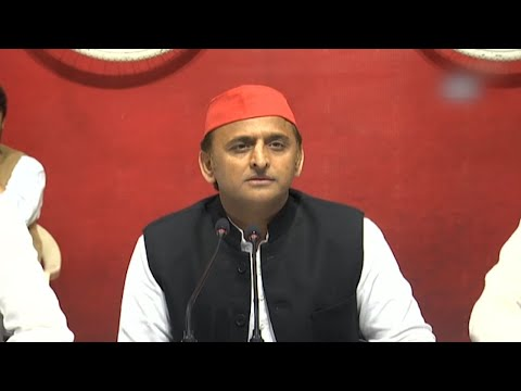 Akhilesh slams Yogi government after being stopped from boarding flight