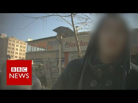 How criminal gangs make money from the refugee crisis - BBC News