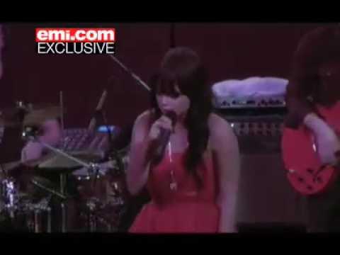 Lily Allen - 22 (Live)