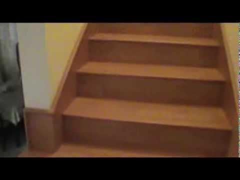 Escalera forrada de duela laminada y zoclo corrido por - Escaleras forradas de madera ...
