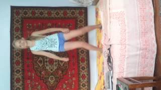 Прикол, сестра танцует