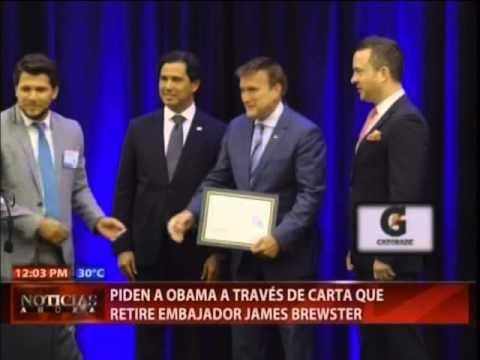 Piden a Obama a través de carta que retire embajador James Brewster