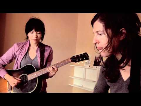 Thao and Mirah - How Dare You (Yours Truly Session)