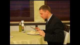 видео Правила пользования столовыми приборами.