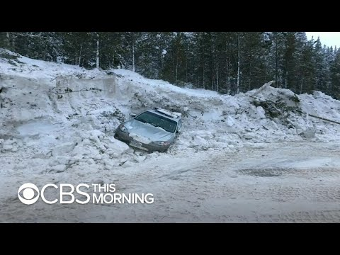 Colorado avalanche engulfs highway