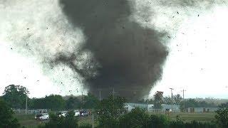 Внутри Торнадо... Удивительные кадры торнадо!