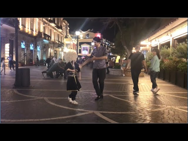 Малышка Очень Красиво Танцует И Поет Туфли Муфли В Торговом Центре В Баку 2019 ALISHKA HIRA