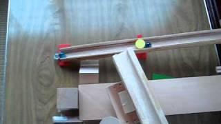 小学生の作ったピラゴラ装置の第3弾。 ドミノやレールなどを利用したピ...