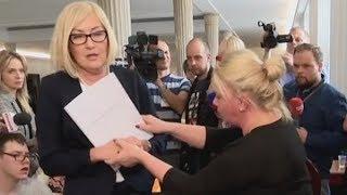 Rzecznik rządu wygoniona przez protestujących w Sejmie! 24.04.2018
