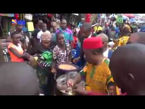 Governor Obiano Takes His Campaign To Market, Spotted Buying Things(Watch Video)