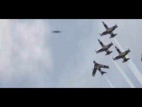 OVNI volando con aviones rusos de combate Su 35